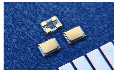 日本大河晶振创造出全球最小『TFX-05』32.768K晶振,比A4纸还薄