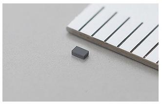 比盐粒还小晶体! 村田公司研发出世界最小32.768KHz MEMS晶体